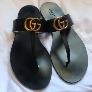 Gucci flat Marmot leather thong sandals
